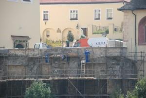 trenčiansky múr pri kostole