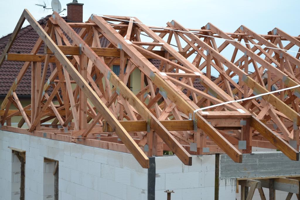 rodinný dom - drevená strecha